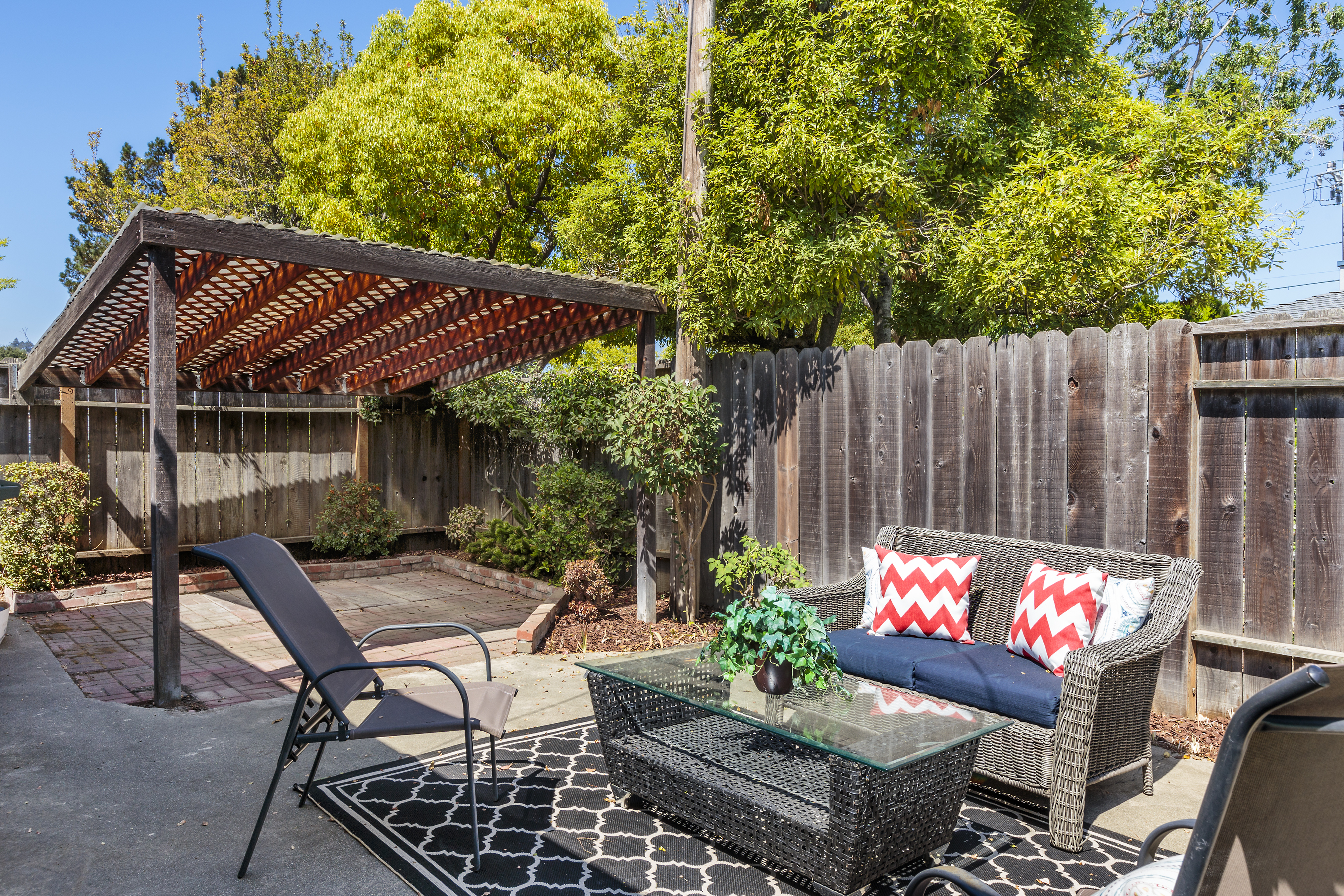 23-3115AlamedaDeLasPulgas-patio-high-res