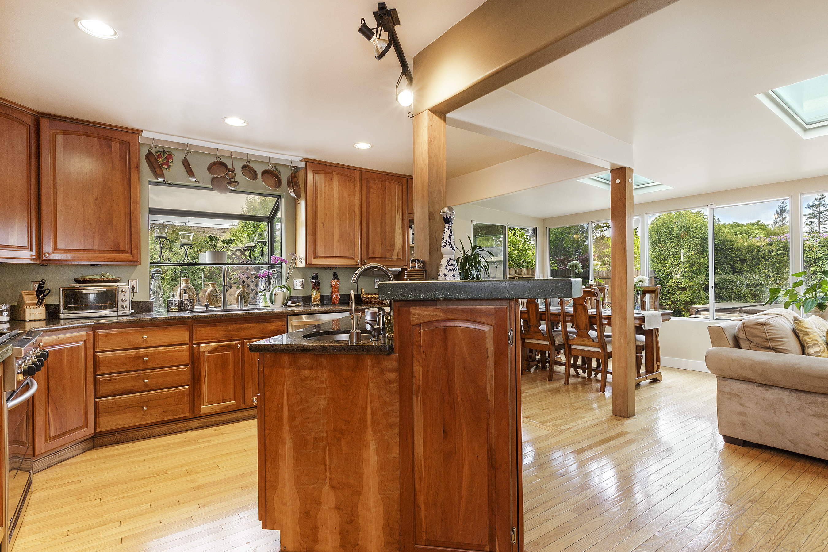 07-605Oakridge-kitchen-high-res