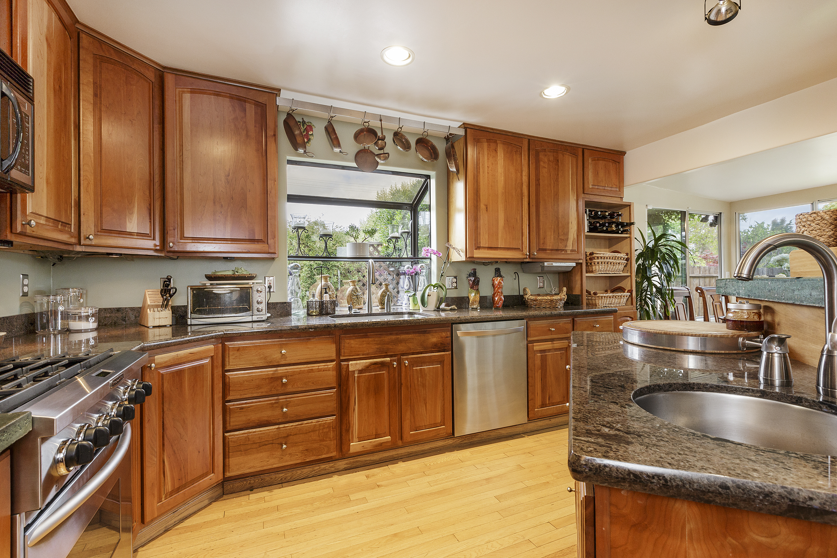08-605Oakridge-kitchen-high-res