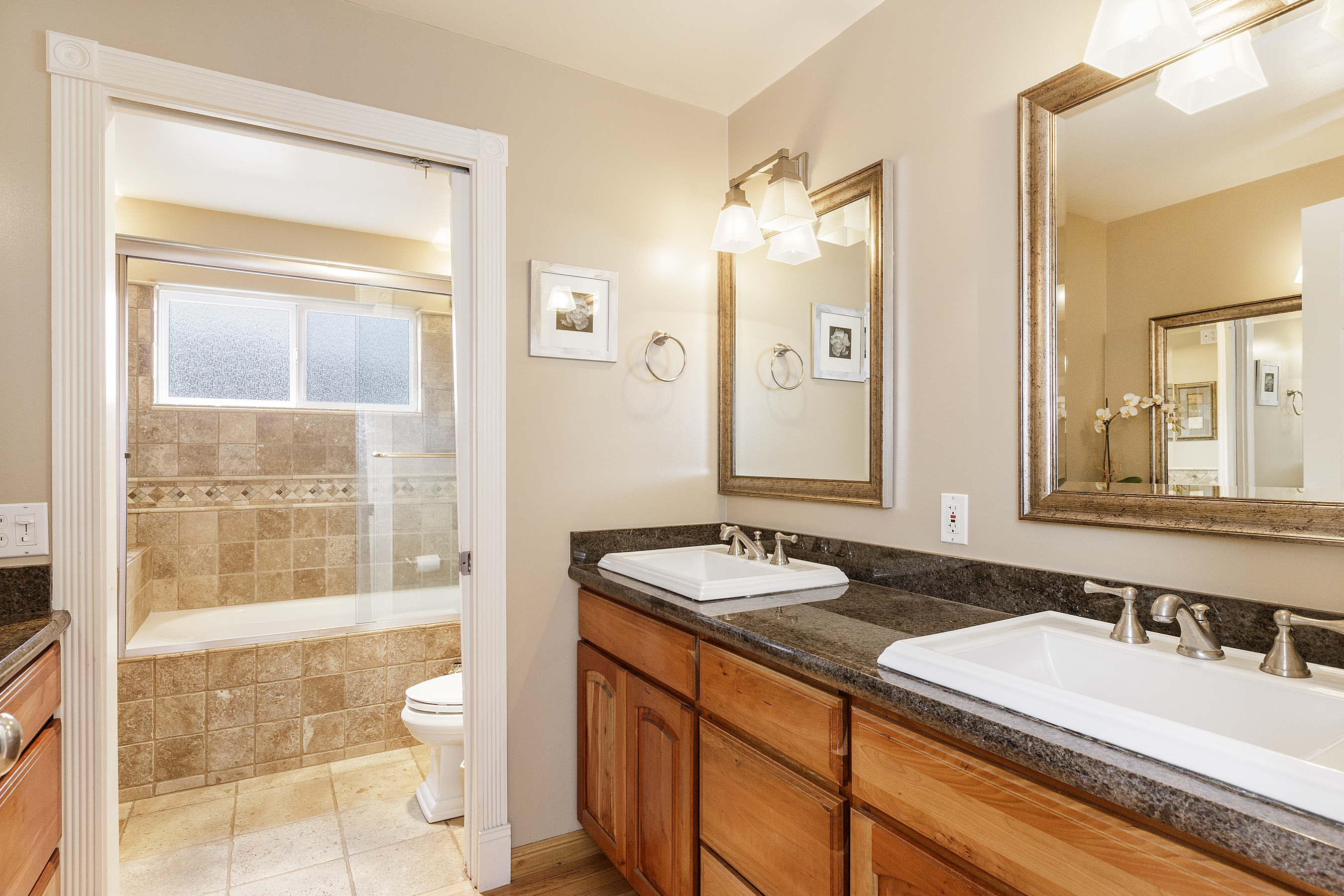 13-605Oakridge-bath-high-res