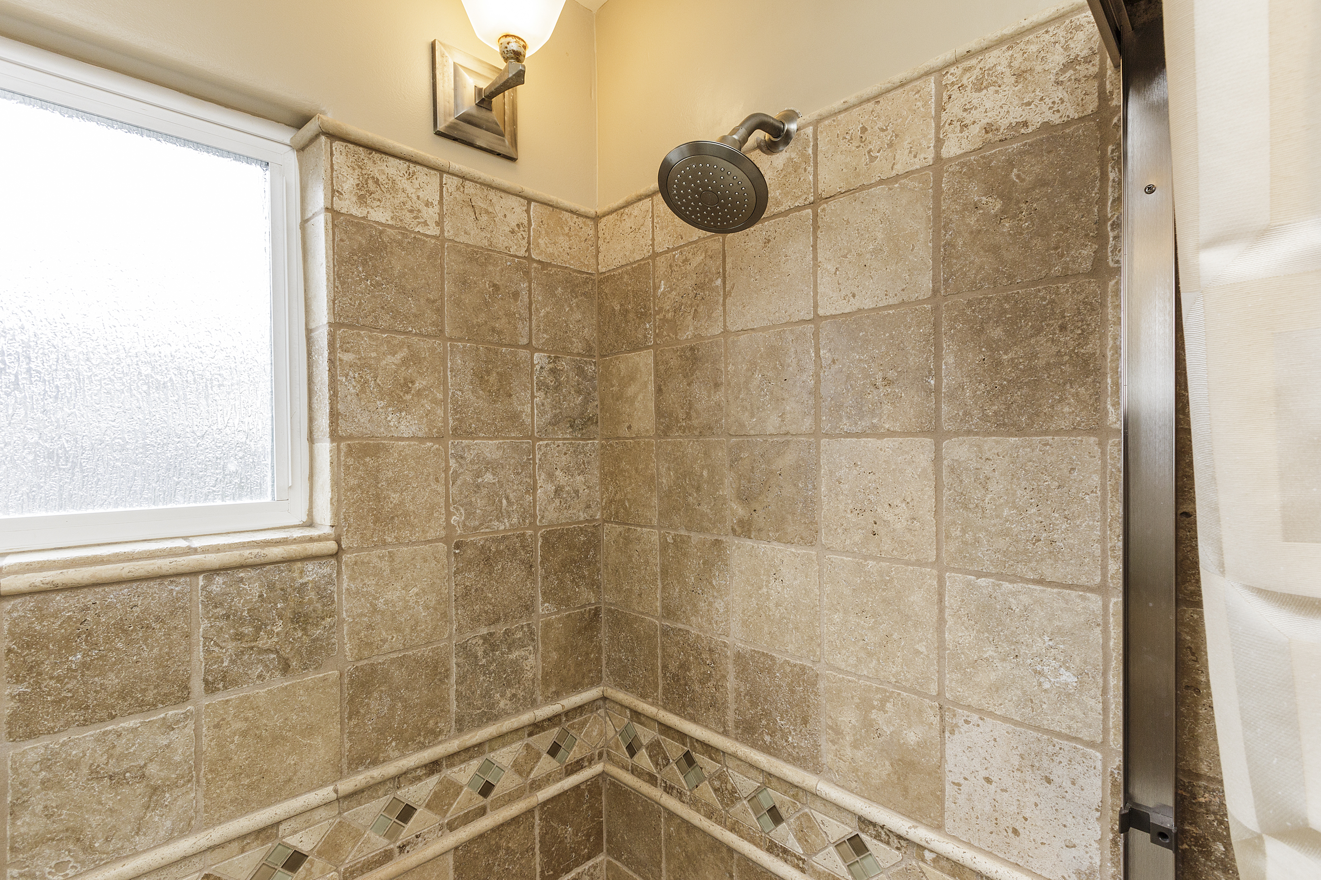 14-605Oakridge-shower-high-res