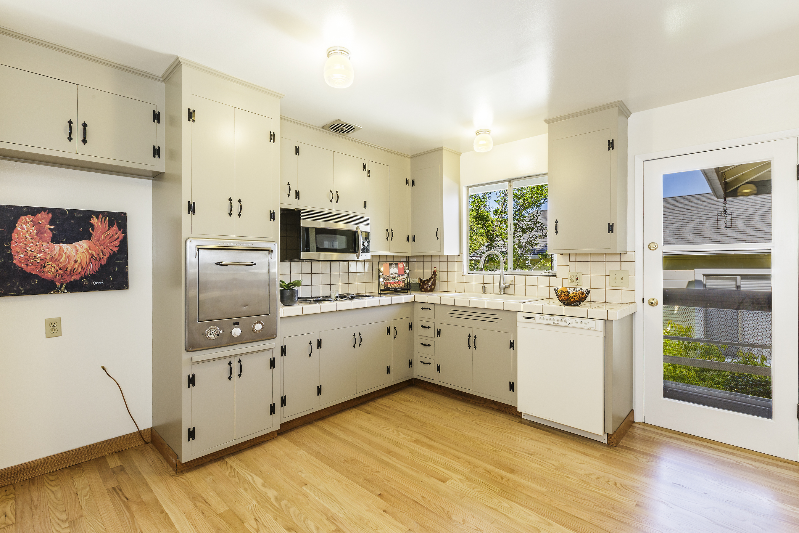 08-2608-Thornhill-kitchen-high-res